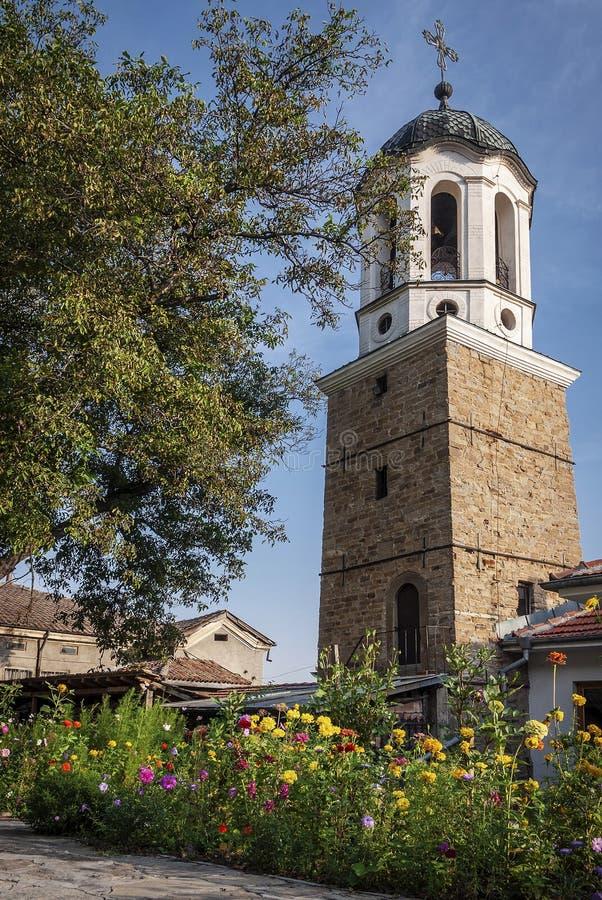 Igreja ortodoxa pequena na cidade velha Bulgária do tarnovo do veliko foto de stock