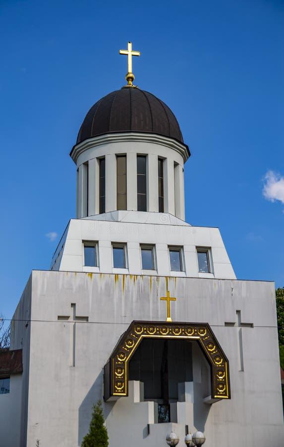 Igreja ortodoxa velha de Ucrânia contra o céu azul em um dia ensolarado fotografia de stock