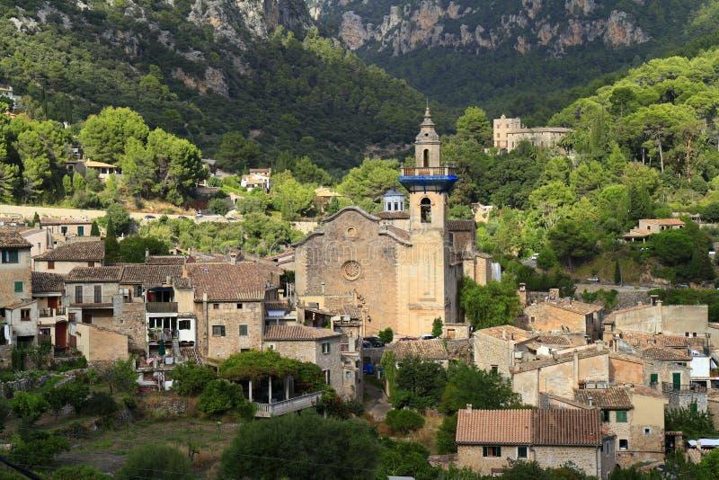 Igreja paroquial de Sant Bartomeu em Valldemossa, Mallorca, Balearic Island, Espanha fotos de stock royalty free