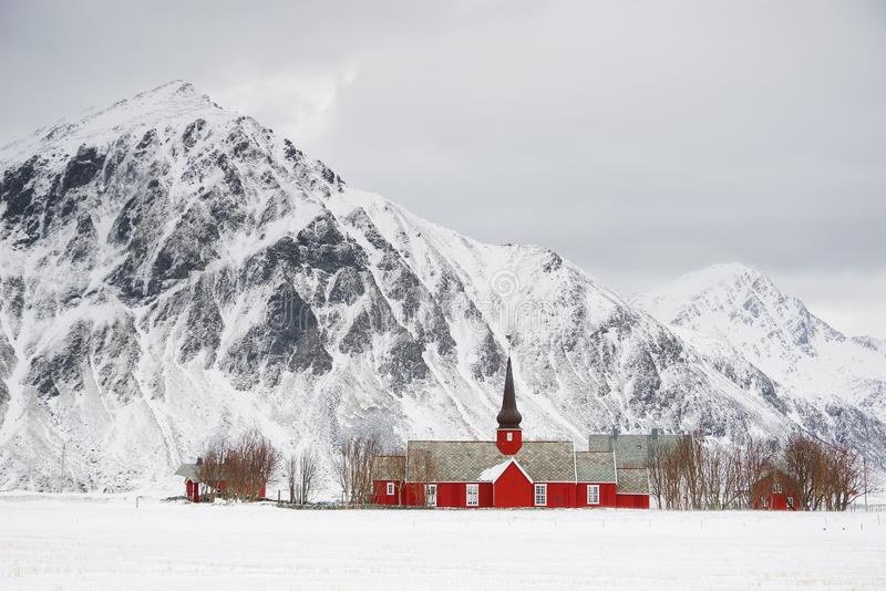 A igreja paroquial em Flakstad, arquipélago de Lofoten fotos de stock royalty free
