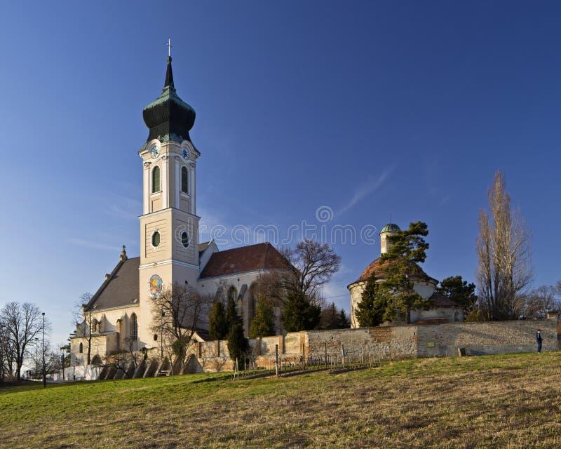A igreja paroquial em Mistelbach, Baixa Áustria fotografia de stock