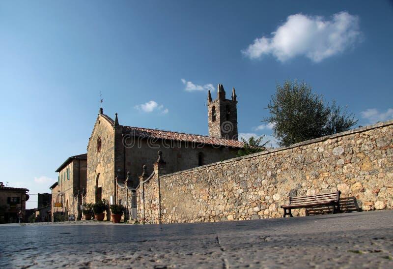 Igreja pequena de Monteriggioni imagens de stock royalty free