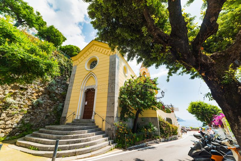 Igreja pequena em Positano mundialmente famoso fotos de stock royalty free