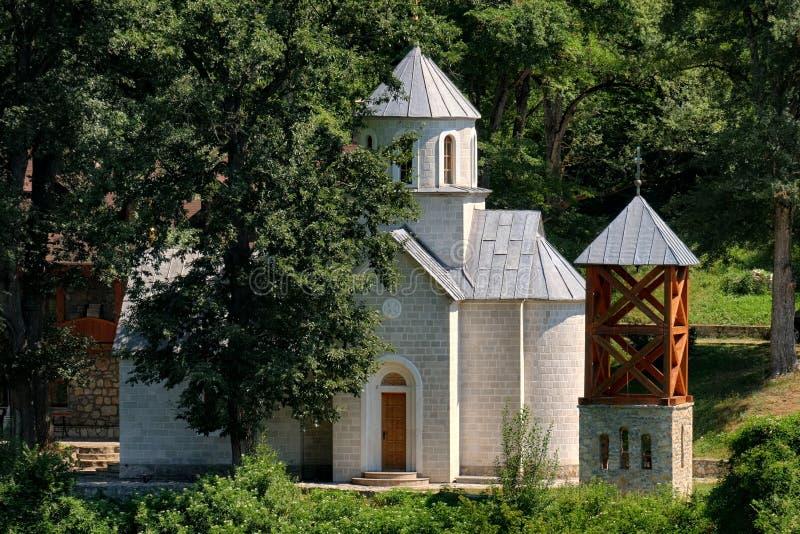 Igreja pequena perto de Berane, Sérvia foto de stock royalty free