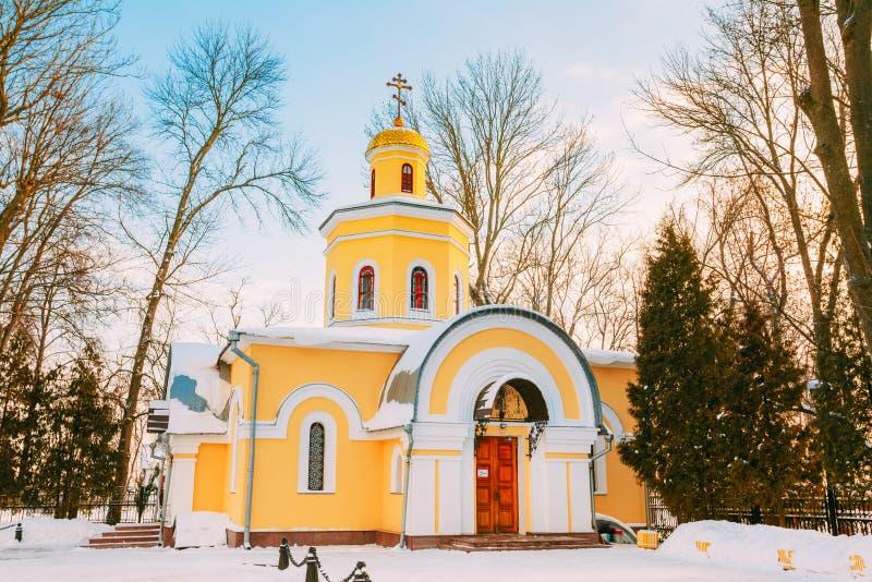 Igreja perto da catedral de St Peter e de Paul em Gomel, Bielorrússia foto de stock