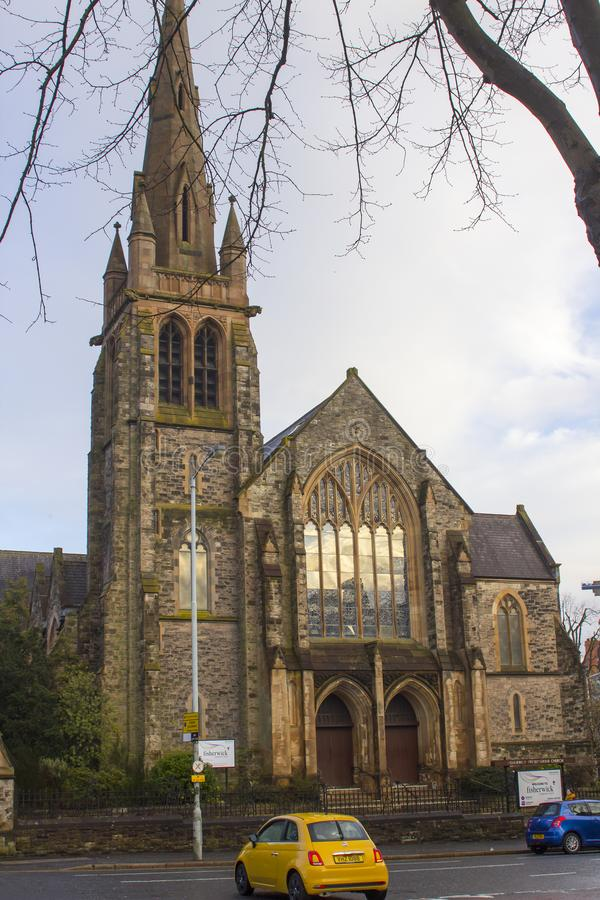 A igreja presbiteriana impressionante de Fisherwick na estrada de Malone em Belfast Irlanda do Norte em uma noite molhada e fresc foto de stock royalty free