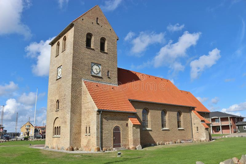 Igreja protestante em Hvide Sande, Dinamarca imagem de stock