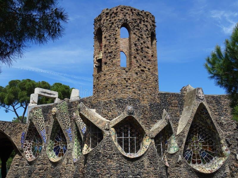 Igreja Revival de Colonia Güell Espanha foto de stock