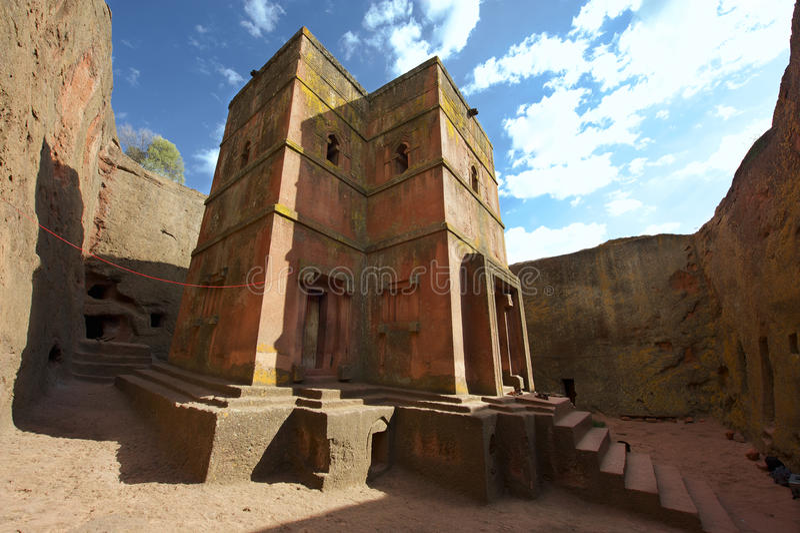 Igreja rocha-desbastada monolítica original de St George, patrimônio mundial do UNESCO, Lalibela, Etiópia imagem de stock royalty free