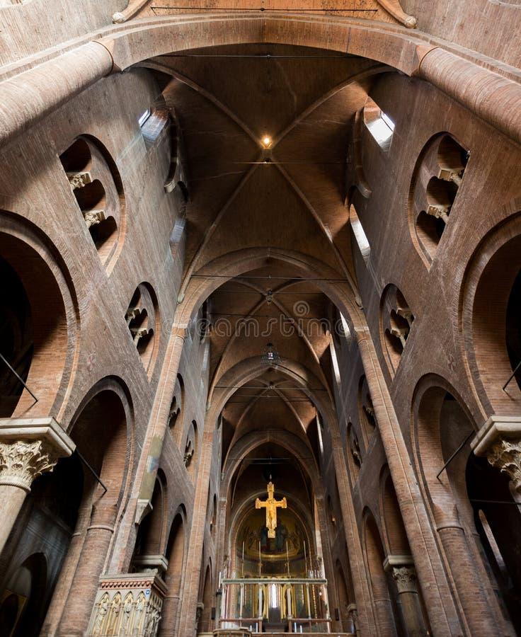 Igreja romanic interna do estilo foto de stock