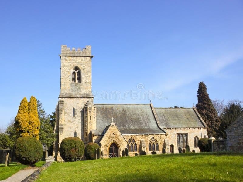 Igreja rural na primavera imagens de stock