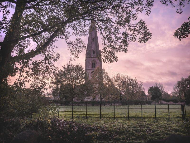 Igreja rural no nascer do sol imagem de stock