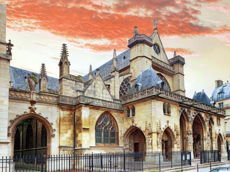 Igreja Saint-Germano-l'Auxerrois perto do Louvre. Paris.France. imagem de stock royalty free