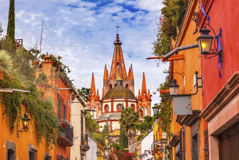 Igreja San Miguel de Allende Mexico do arcanjo de Parroquia da rua de Aldama imagens de stock royalty free