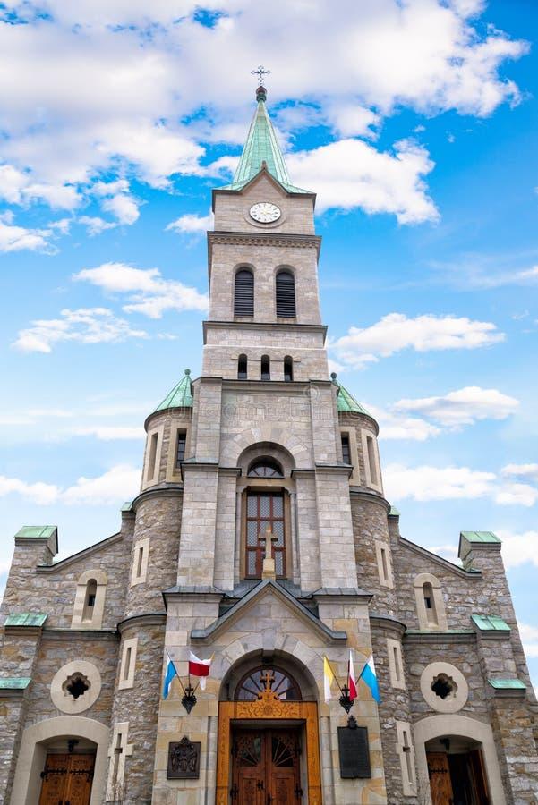 Igreja santamente católica da família na rua de Krupowki em Zakopane, Polônia imagem de stock