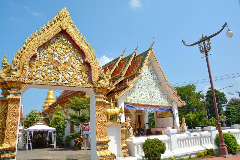 Igreja tailandesa bonita do estilo em Tailândia fotografia de stock
