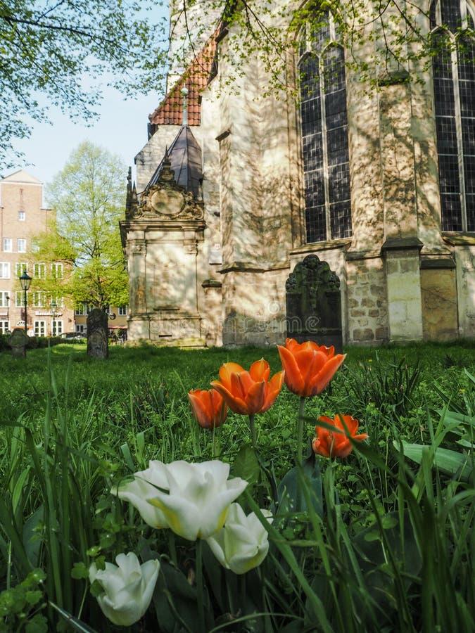 A igreja traseira de Kreuzkirche em Hanover, Alemanha, fotos de stock royalty free