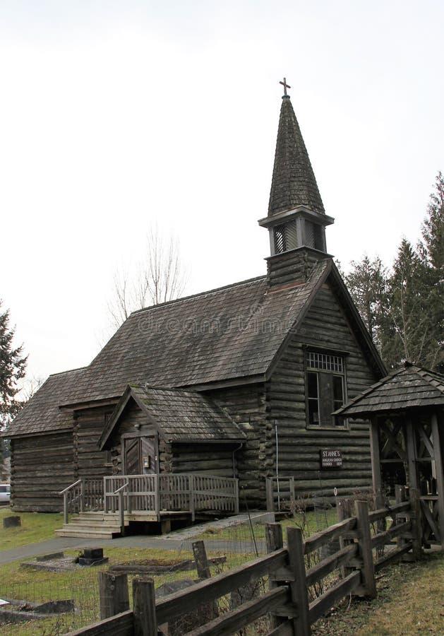 Igreja velha anglicana Parksville do log do ` s de StAnne, BC imagem de stock royalty free