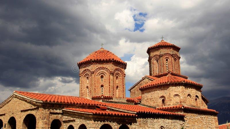 Igreja velha com telhado de telhas imagem de stock