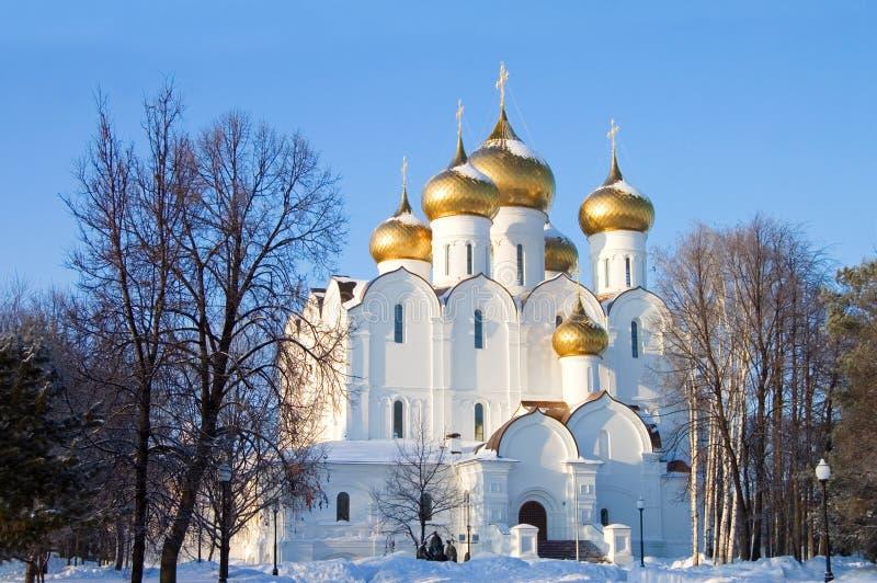 Igreja velha da cidade de Yaroslavl no inverno imagens de stock royalty free