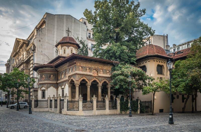 Igreja velha de St Michael e de Gabriel em Bucareste, Romênia imagens de stock
