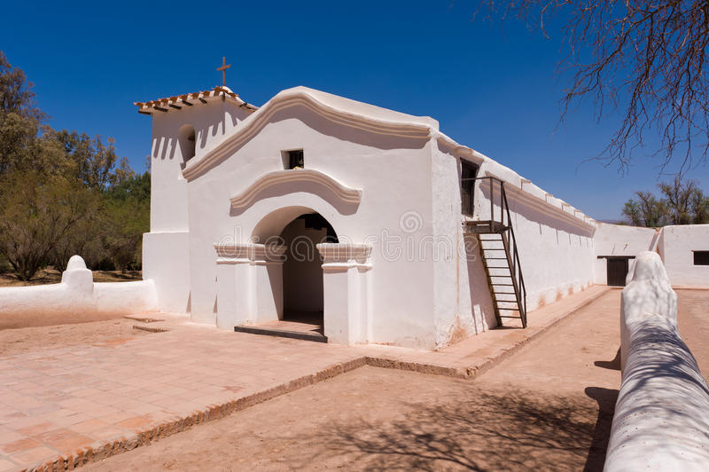 Igreja velha do adôbe em Argentina. imagens de stock