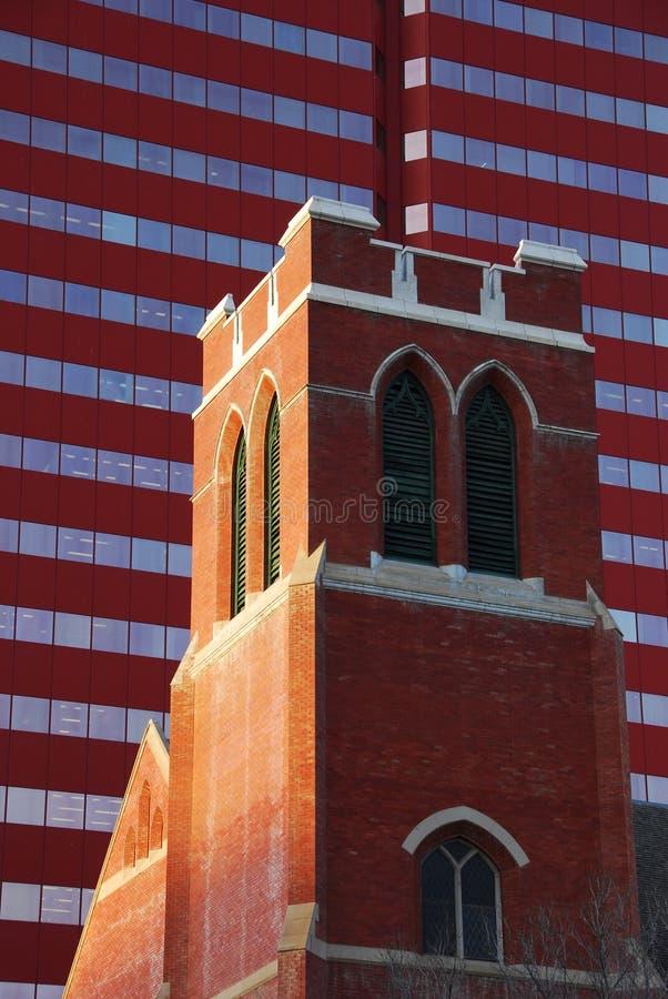 Igreja velha e edifício novo imagem de stock royalty free