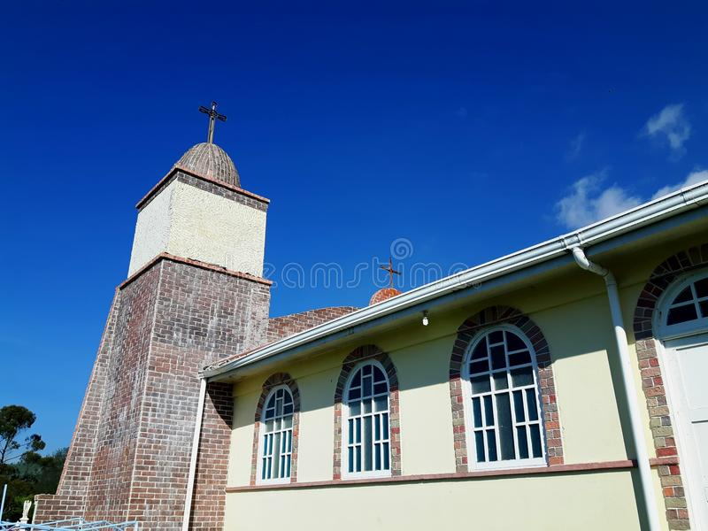 Igreja velha lateralmente fotos de stock