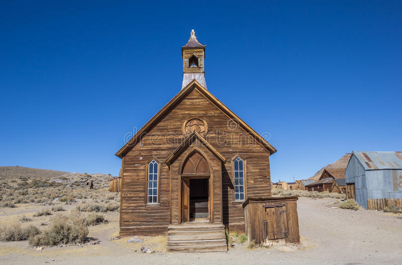 Igreja velha na cidade fantasma abandonada Bodie imagem de stock