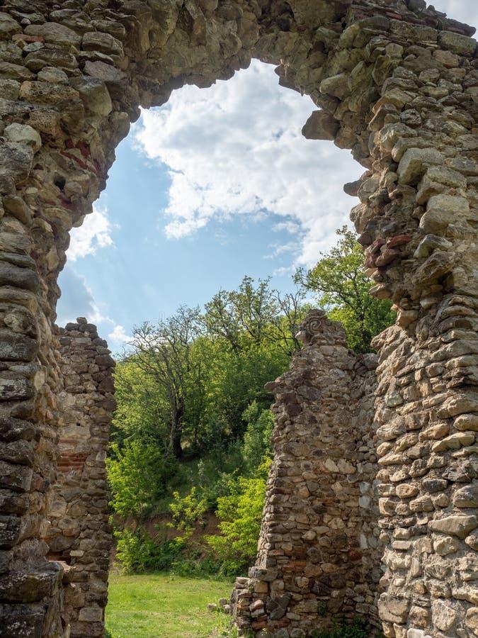 A igreja velha no monast?rio de Vodita, Rom?nia imagem de stock