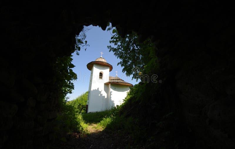 Igreja velha vista da saída do túnel imagem de stock royalty free