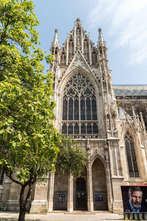 A igreja votiva em Viena fotos de stock