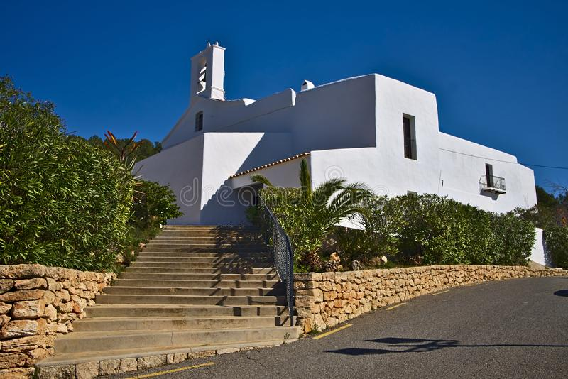 Igrejas brancas da fortaleza de Ibiza Balearic Island imagem de stock