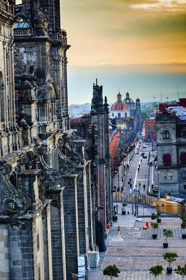 Igrejas Cidade do México México de Zocalo das ruas da catedral de Metropolitcan fotografia de stock royalty free
