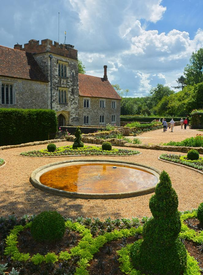 Igtham Mote Kształtujący teren ogródy, Kent, UK zdjęcia stock