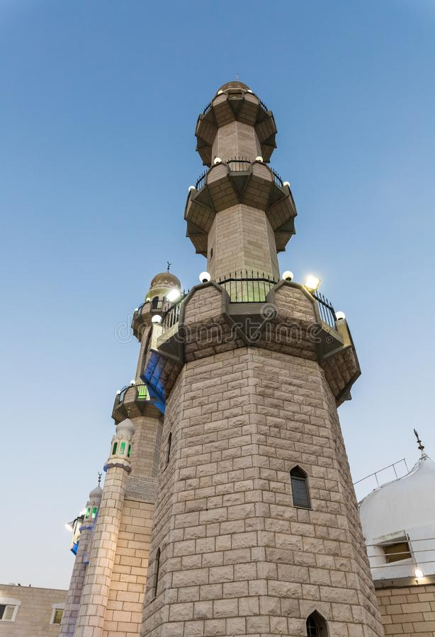 Igualación de la vista de los alminares de la mezquita de Ahmadiyya Shaykh Mahmud en la ciudad de Haifa en Israel foto de archivo