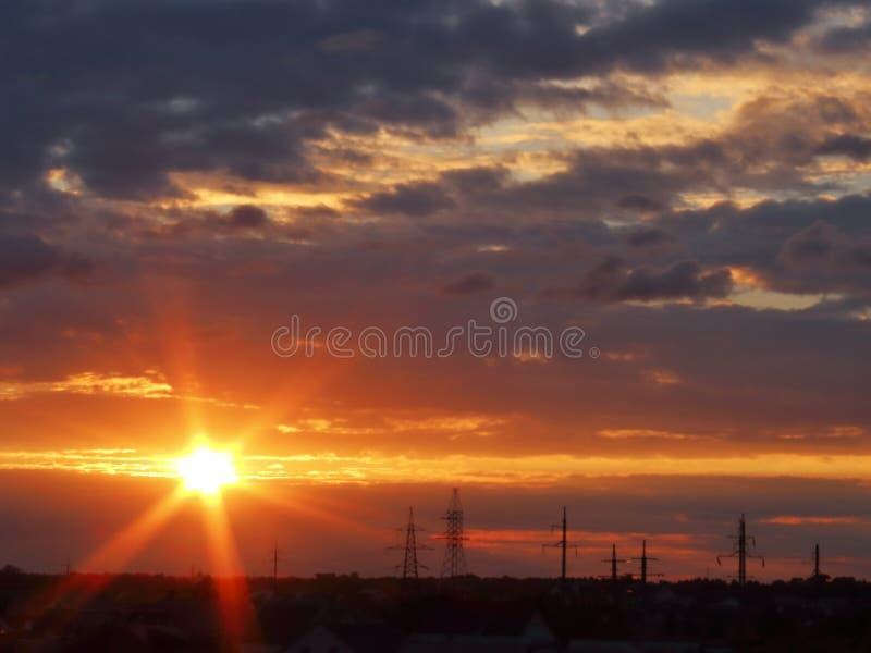Igualación de puesta del sol del cielo con fotos de archivo libres de regalías