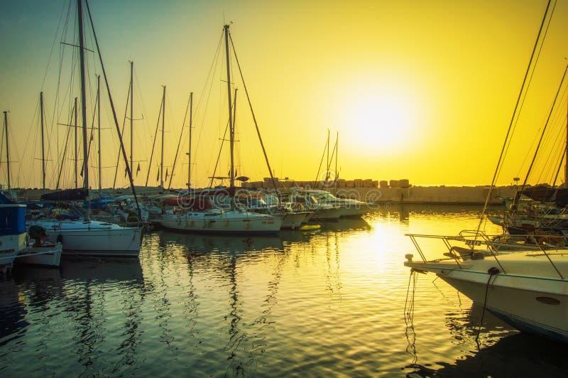Igualaci?n del puerto viejo de Jaffa en la puesta del sol del d?a Tel?fono Aviv Yafo Israel imagen de archivo libre de regalías