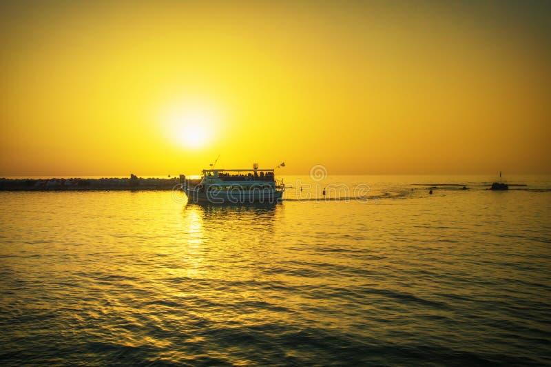 Igualaci?n del puerto viejo de Jaffa en la puesta del sol del d?a Tel?fono Aviv Yafo Israel foto de archivo libre de regalías