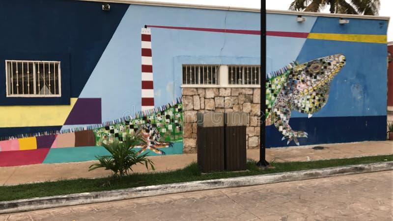 Download Iguana en la pared imagen editorial. Imagen de playa - 100533275