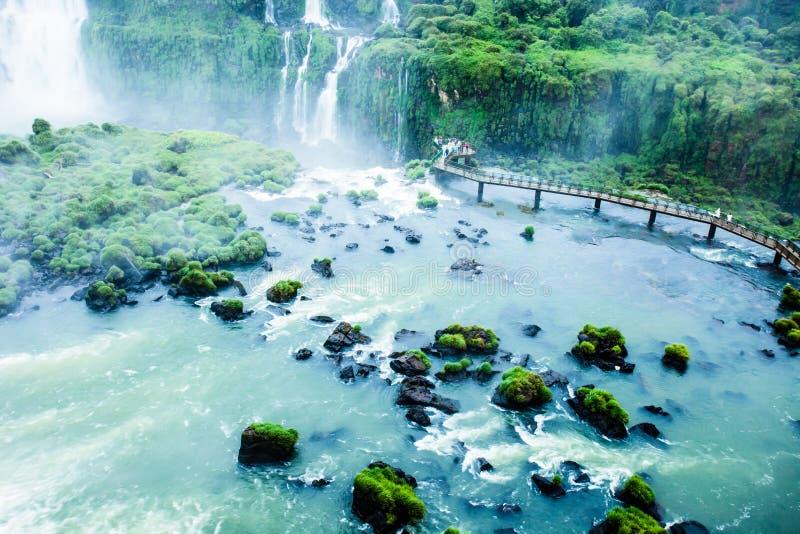 Iguassu baja, la serie más grande de cascadas del mundo, visión desde el lado brasileño imagen de archivo