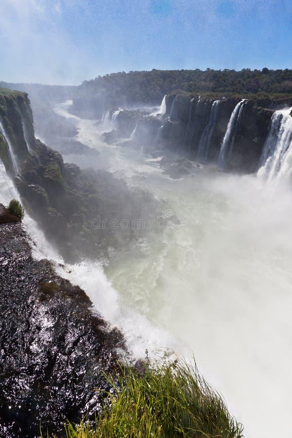 Iguassu cai garganta Argentina e Brasil imagens de stock