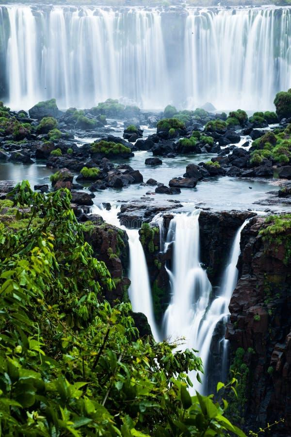 Iguassu-Fälle, die größte Reihe von den Wasserfällen der Welt, gelegen an der brasilianischen und argentinischen Grenze, Ansicht v stockbilder