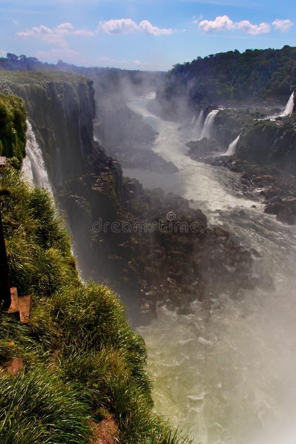 iguassu för argentina brazil kanjonfalls fotografering för bildbyråer