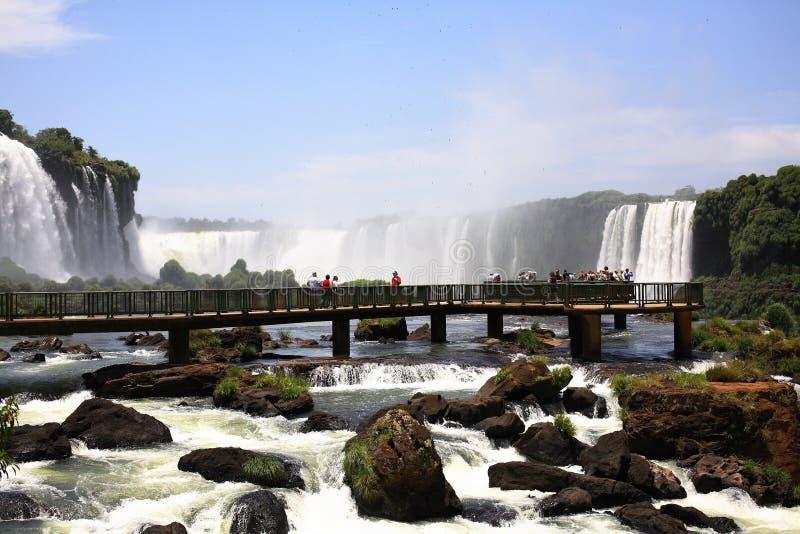Iguassu (Iguazu; Caídas de Iguaçu) - cascadas grandes imagen de archivo
