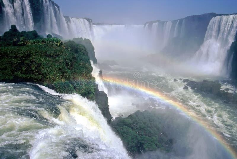 iguazu Бразилии над водопадами радуги стоковые изображения