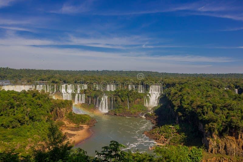 IGUAZU BRASILIEN - MAJ 14, 2016: namnet av iguazuen kommer från ett modersmål som betyder stort vatten, och dessa är royaltyfria bilder