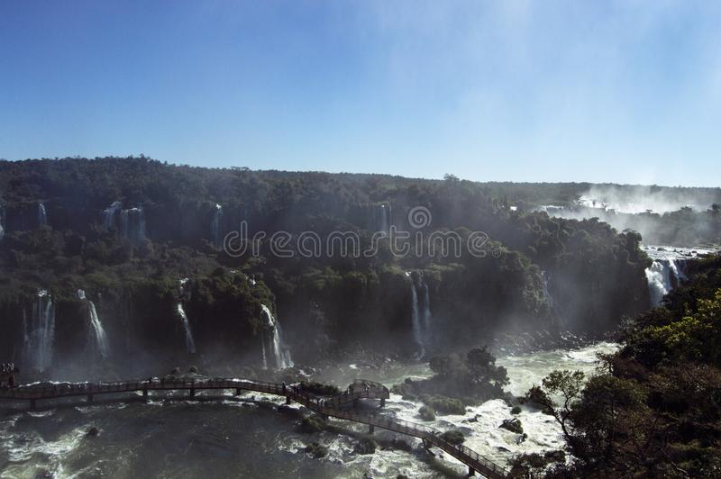 Iguazu Falls på en ljus solig dag arkivbilder