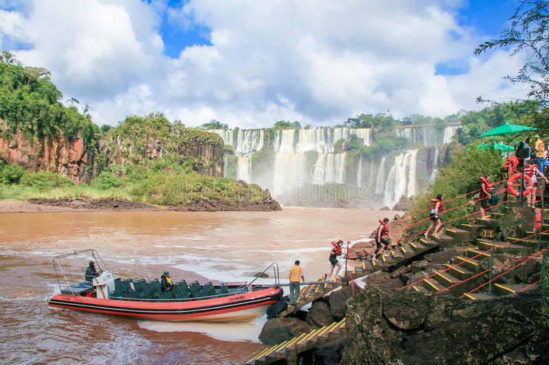 Iguazu Falls på gränsen av Argentina och Brasilien arkivfoto