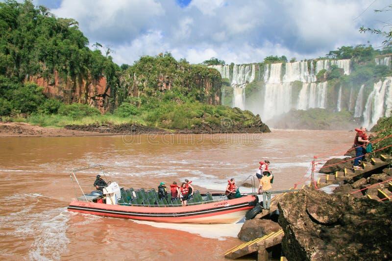 Iguazu Falls på gränsen av Argentina och Brasilien royaltyfri bild